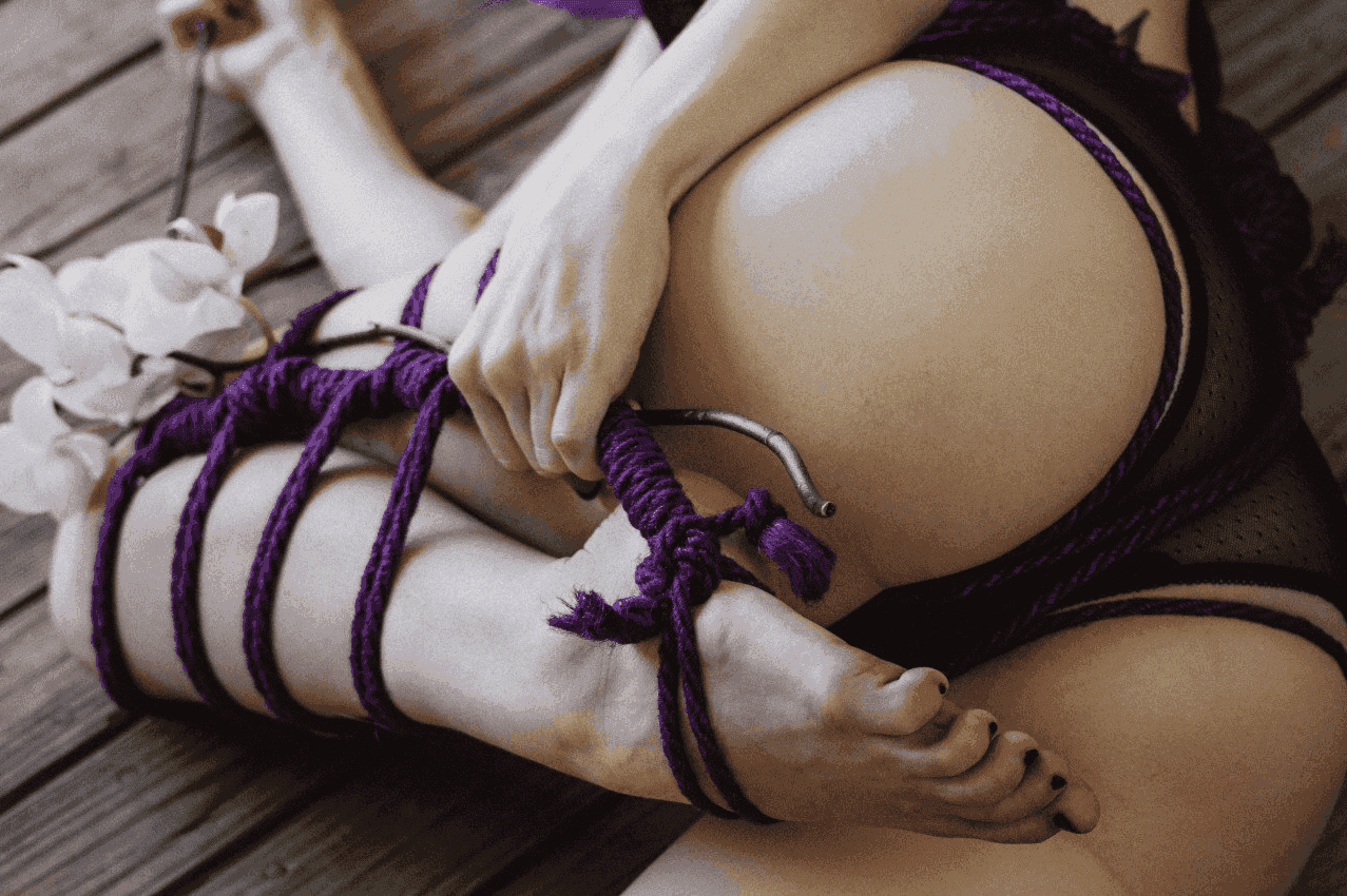 Bondage vs Shibari: sweetly and painfully